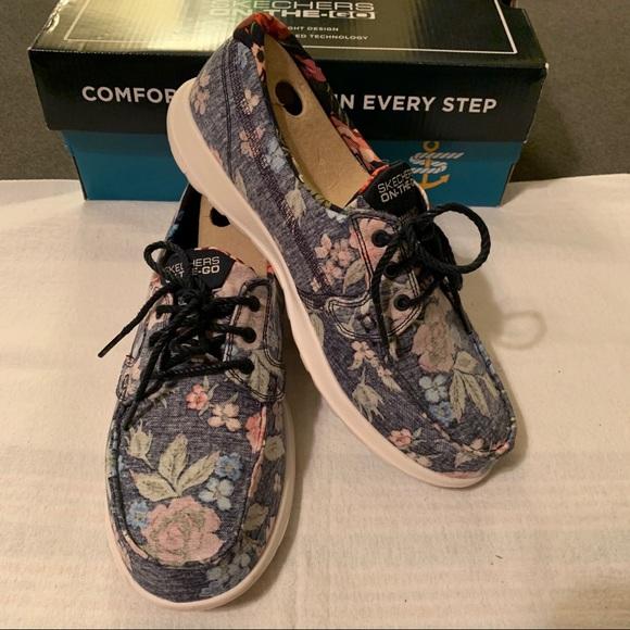 Skechers On-the-Go Navy Floral lightweight sneaker